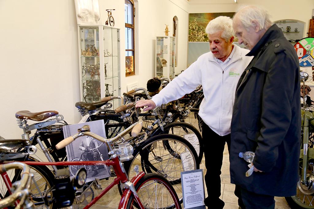Fahrrad-Museum-Ausflugsziel, Oldtimer-Traktoren, Schulklassen-Führungen, günstiger Gruppen-Ausflug, Emaille-Schilder-Ausstellung, E-Tankstelle, historisches Feuerwehrgebäude